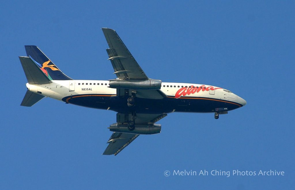 Aloha Airlines 737-200 in flight on landing