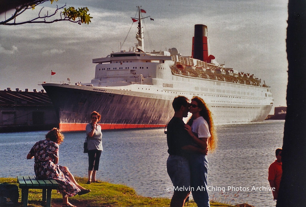 QE2 Honolulu Harbor 1999